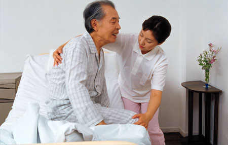 日本看护照顾老人